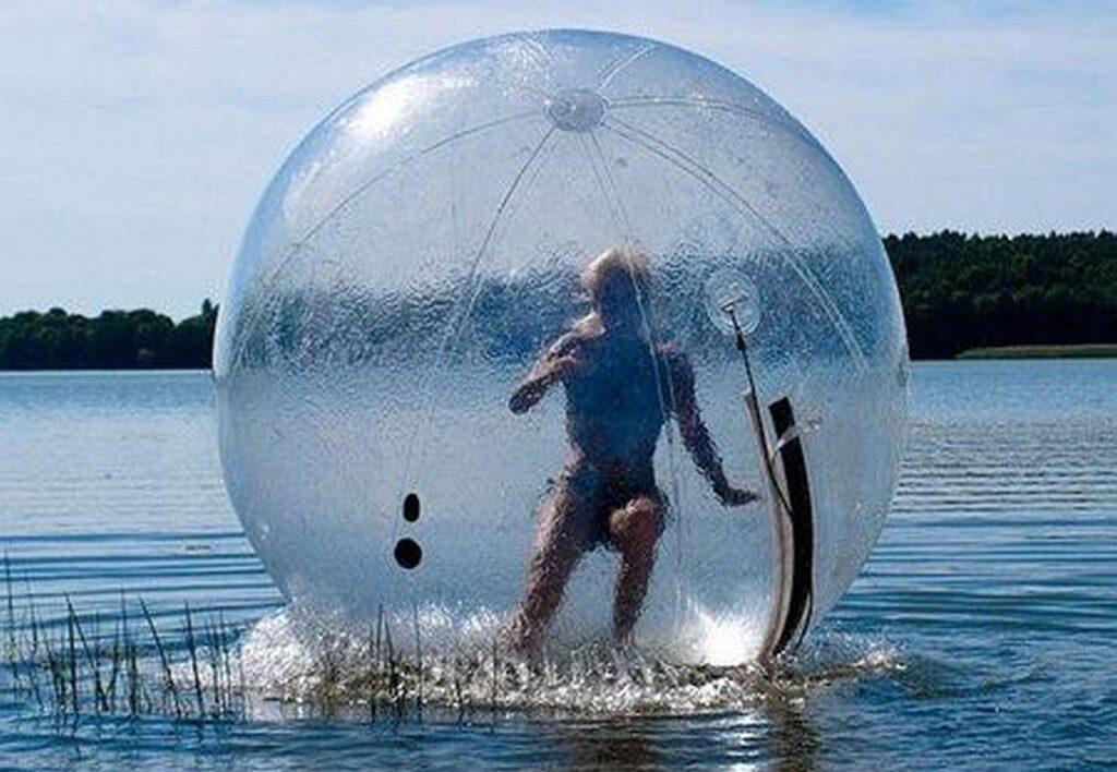 Challenge Family introduce la Zorbball per la frazione di nuoto!