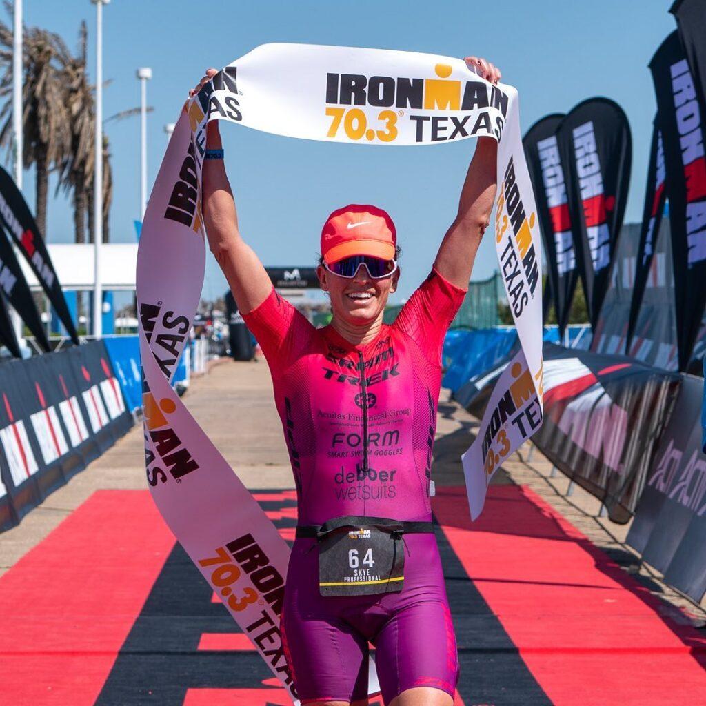 La statunitense Skye Moench vince l'Ironman 70.3 Texas 2021