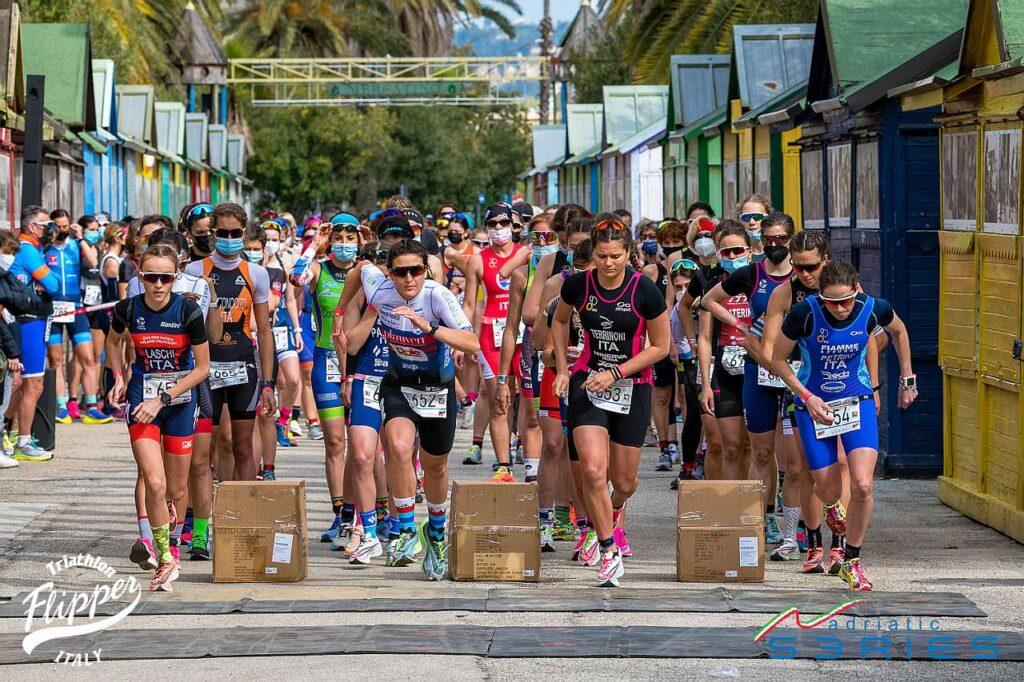 Il via femminile assoluto dei Campionati Italiani di Duathlon Sprint 2021 di San Benedetto del Tronto: da sinistra, Laschi, Spimi, Terrinoni e Petrini