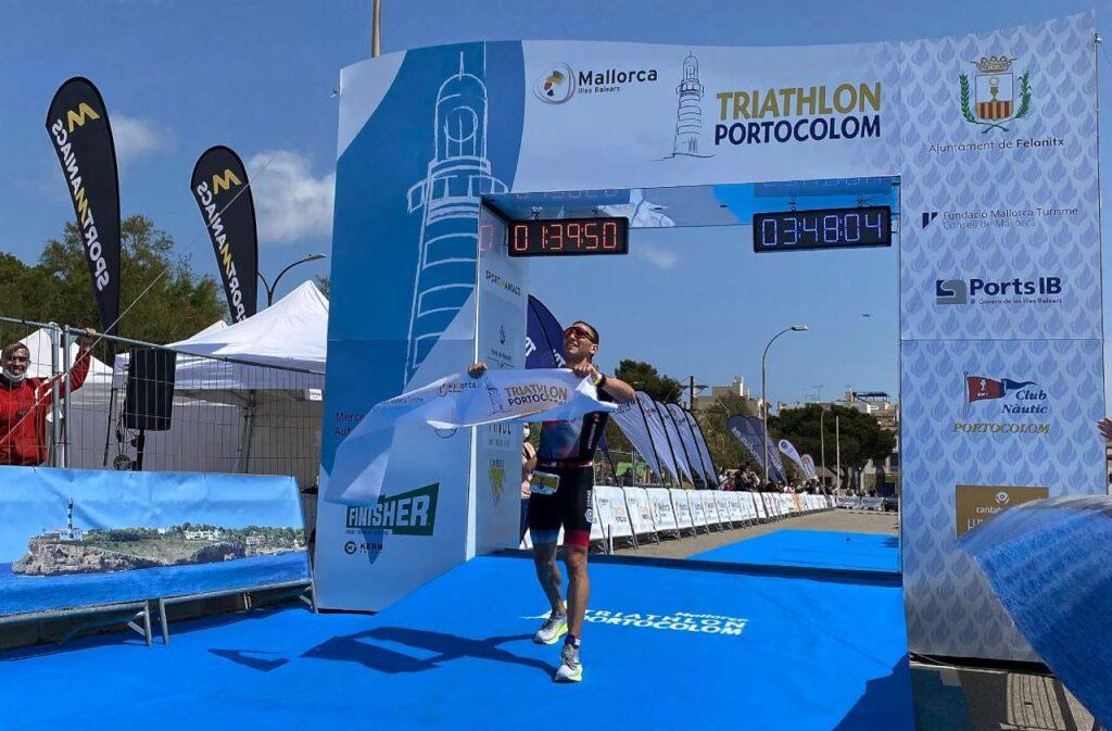 Vince il Triathlon Porcolom (Maiorca) distanza 111 il triatleta maiorchino Joan Nadal