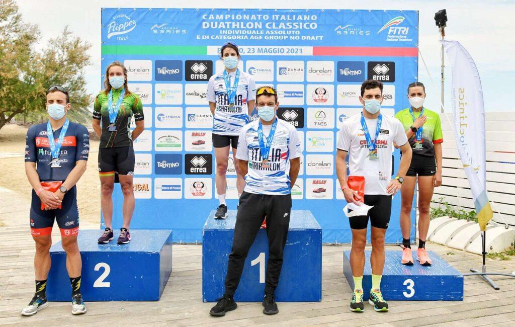 Il podio Assoluto dei Campionati Italiani di Duathlon Classico vinti da Marta Bernardi e Domenico Passuello