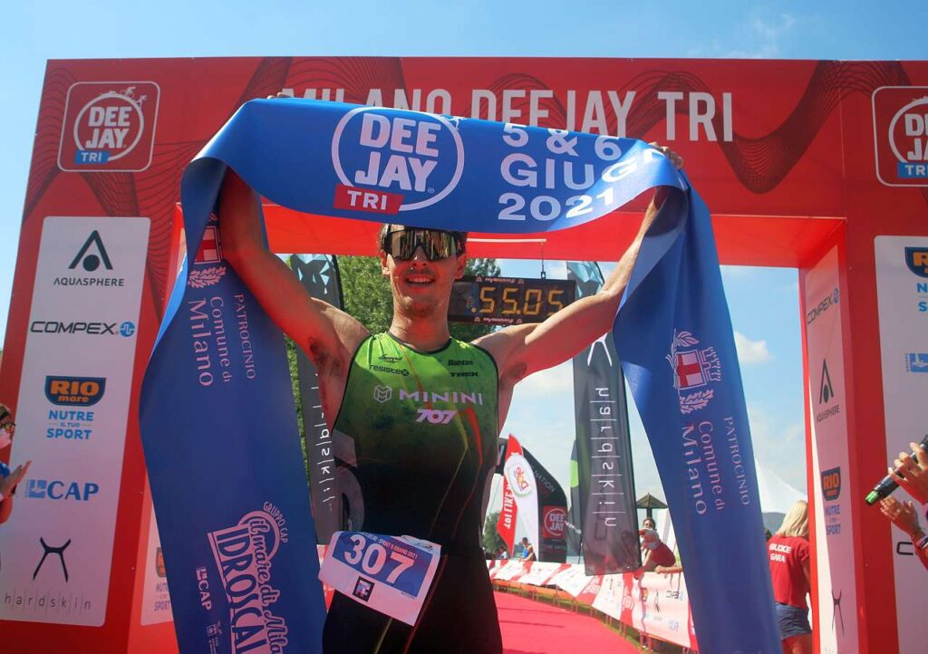 Gregory Barnaby vince il triathlon sprint al Deejay TRI di domenica 6 giugno 2021 (Foto: M. Bardella)