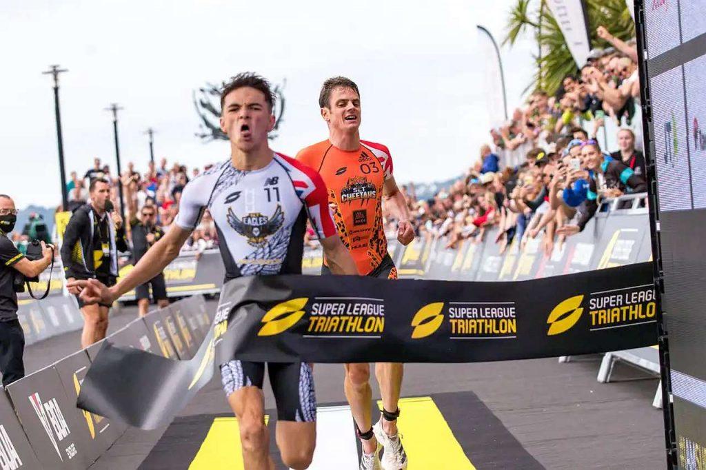 Alex Yee vince in volata la tappa della Super League Triathlon Jersey 2021 (Foto: Super League Triathlon)