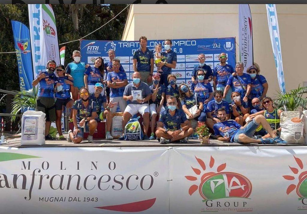 Il gruppo del Triathlon Mazara al termine dell'evento del triathlon olimpico 2021