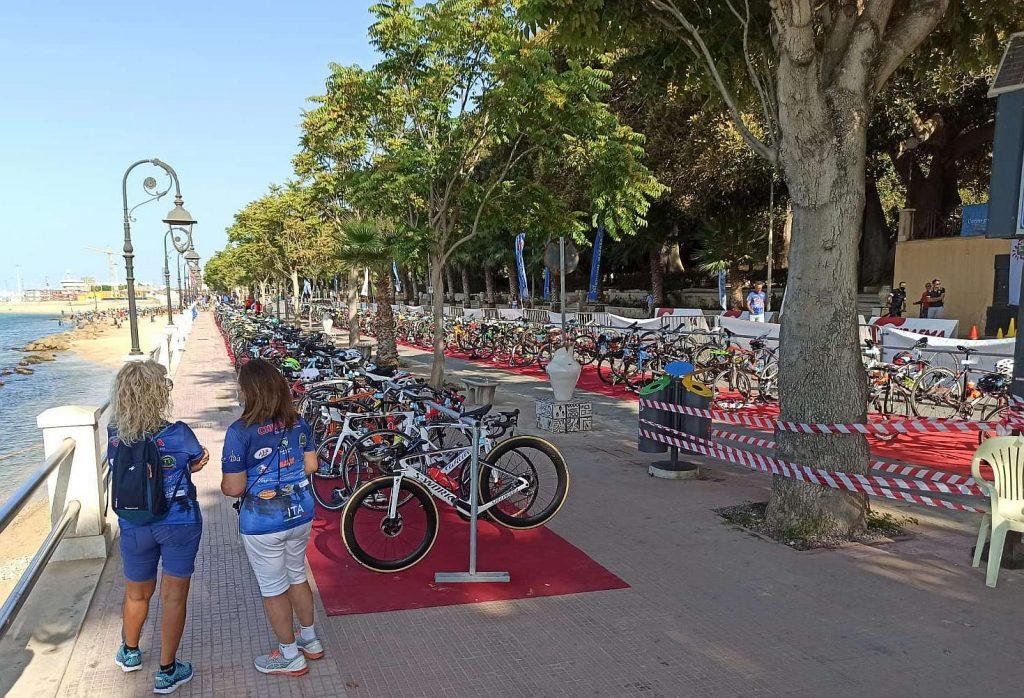 La zona cambio del Triathlon Olimpico di Mazara del Vallo 6.0 di domenica 29 agosto 2021